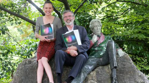 Sinn Fein Cllr Emma Murphy and Party President Gerry Adams with Oscar Wilde statue [Source: Photocall]