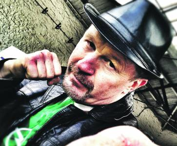 Former world champion boxer Steve Collins has devised an obstacle course on his farm for a good cause