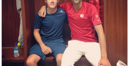 1D's Niall plays tennis with world no.1