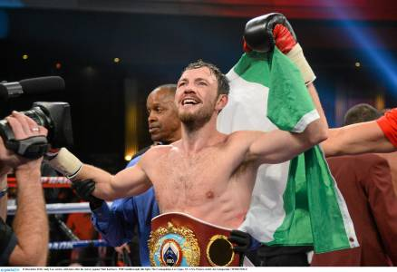 lee celebrates winning his world title