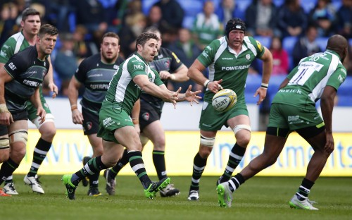 Brendan McKibbin of London Irish spins the ball out - Photo mandatory by-line: Phil Mingo/Pinnacle - Tel: +44(0)1363 881025 - Mobile: 0797 1270 681 - 18/10/2015 - SPORT - RUGBY UNION - AVIVA PREMIERSHIP - London Irish v Leicester Tigers - Madejski Stadium, Reading, EnglandLondon Irish RFC's American Dream