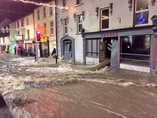 @deric_hartigan - UK braces as river banks burst in Ireland