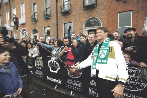 David Hasselhoff attracts huge Dublin crowd